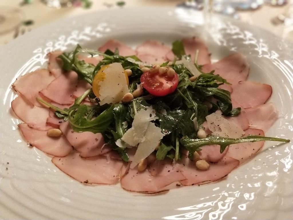 Carpaccio vom geräucherten Schweinefilet mit dem besten Olivenöl ever!