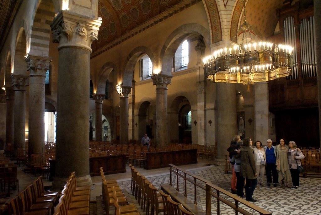 Concert polyphonique dans la basilique d'Ainay à Lyon.