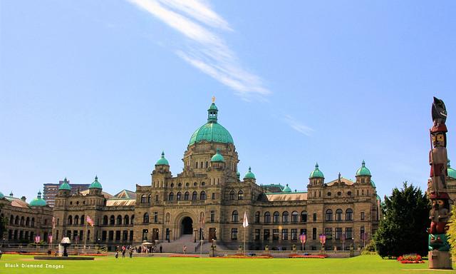 British Columbia Parliament Buildings& Knowledge Totem Pole, Victoria, Canada