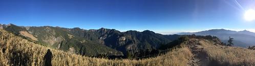 美麗清晰的山稜線
