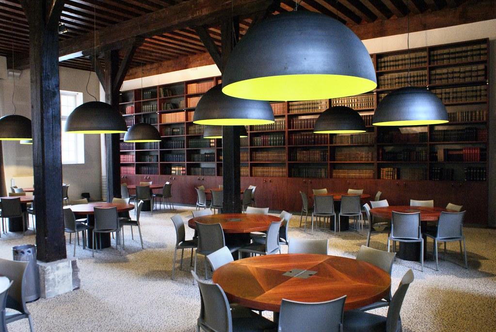 Bibliothèque et salle de lecture du Fort Saint Jean à Lyon.