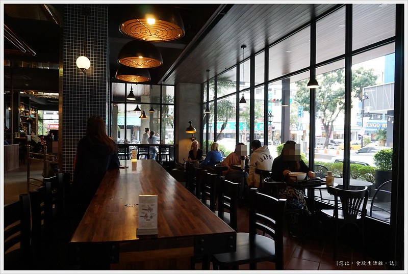 卡啡那CAFFAINA 大墩店-21-後方靠窗區