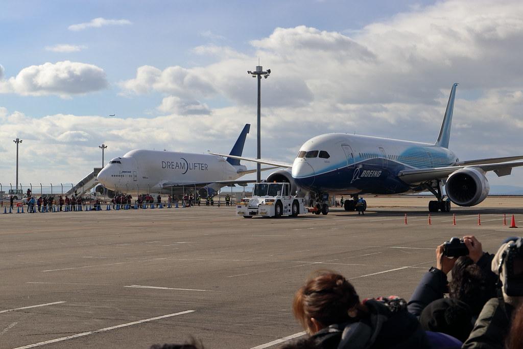 Boeing 787 ZA001 and 747LCF