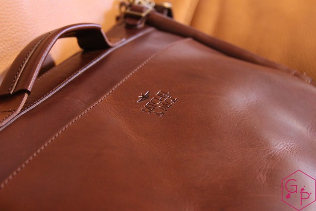 Review @SatchelandPage Brown Leather Slim Mailbag 8