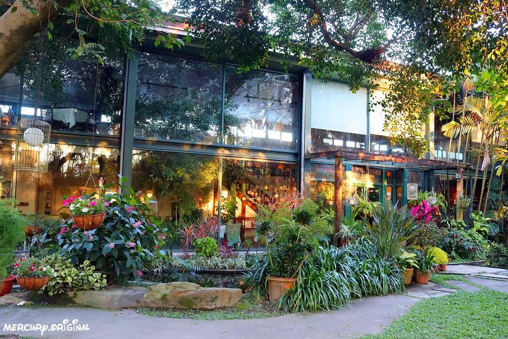 24326565987 16fb8e9593 b - 熱血採訪|新社千樺花園餐廳,森林裡的玻璃屋咖啡廳,品嚐無菜單法式料理