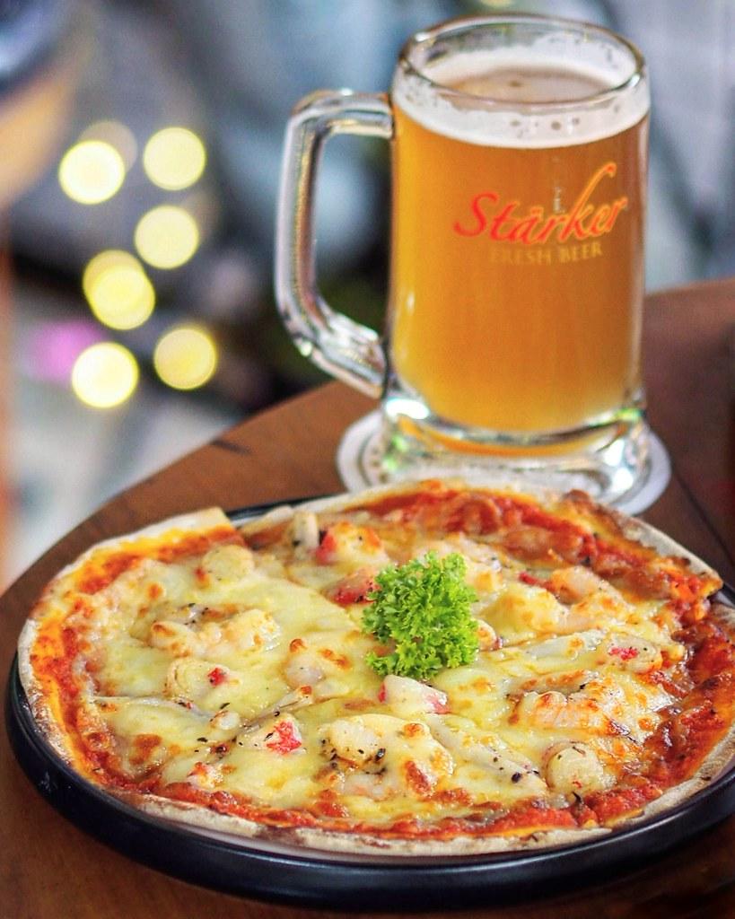 Starker seafood pizza