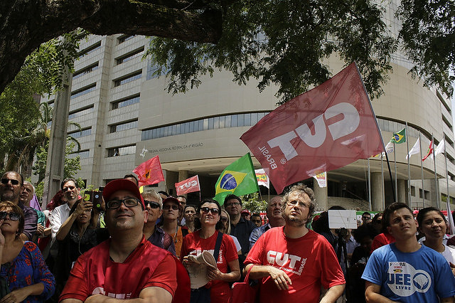 Social movements in Brazilian city of Porto Alegre take to the streets to defend former President Luiz Inácio Lula da Silva - Créditos: Cristina Ávila