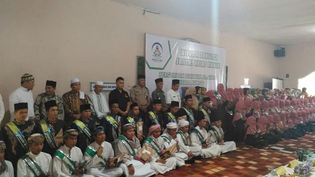 Wisuda Tahfidz Kelas Akhir Perguruan Diniyyah Al-Azhar Muara Bungo (2)