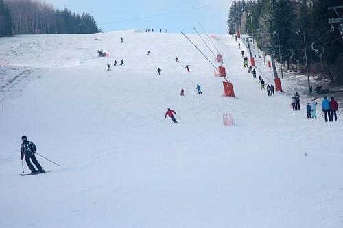 Lyžujte 3 hodiny přes den nebo večer v lyžařském areálu PEKLÁK u České Třebové s 45 % slevou