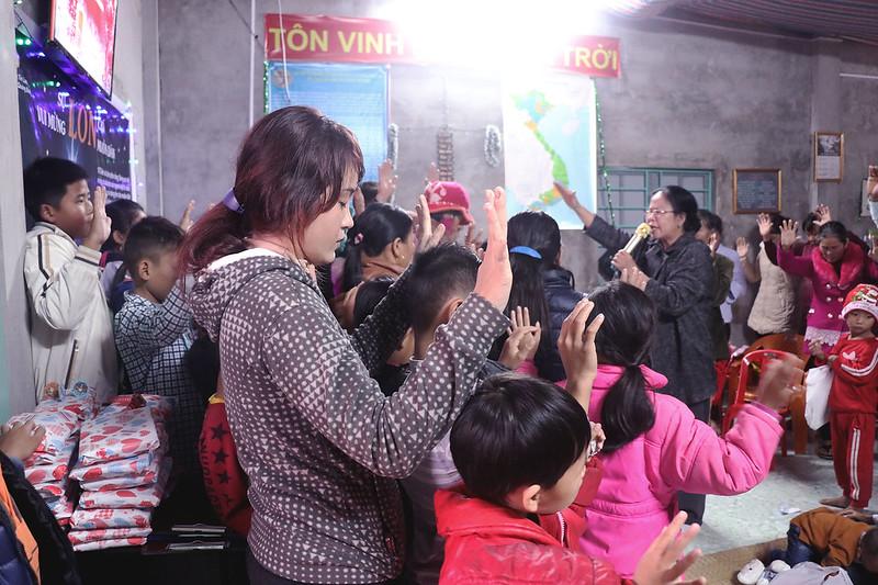 Hội Thánh Quảng Bình - GIáng SInh có 70 người tham dự có hơn 20 người tin nhận Chúa (4)