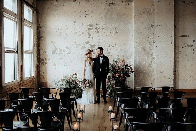 Our friends over at @hawkeandhyde are incredibly talented. How beautiful is this wedding ceremony they designed? Styling @hawkeandhyde Venue @hipgroupnz Dress @ruedeseinebridal Suit @cranebrothers MUA @connoradams Flowers @hawkeandhyde Photography @chasew