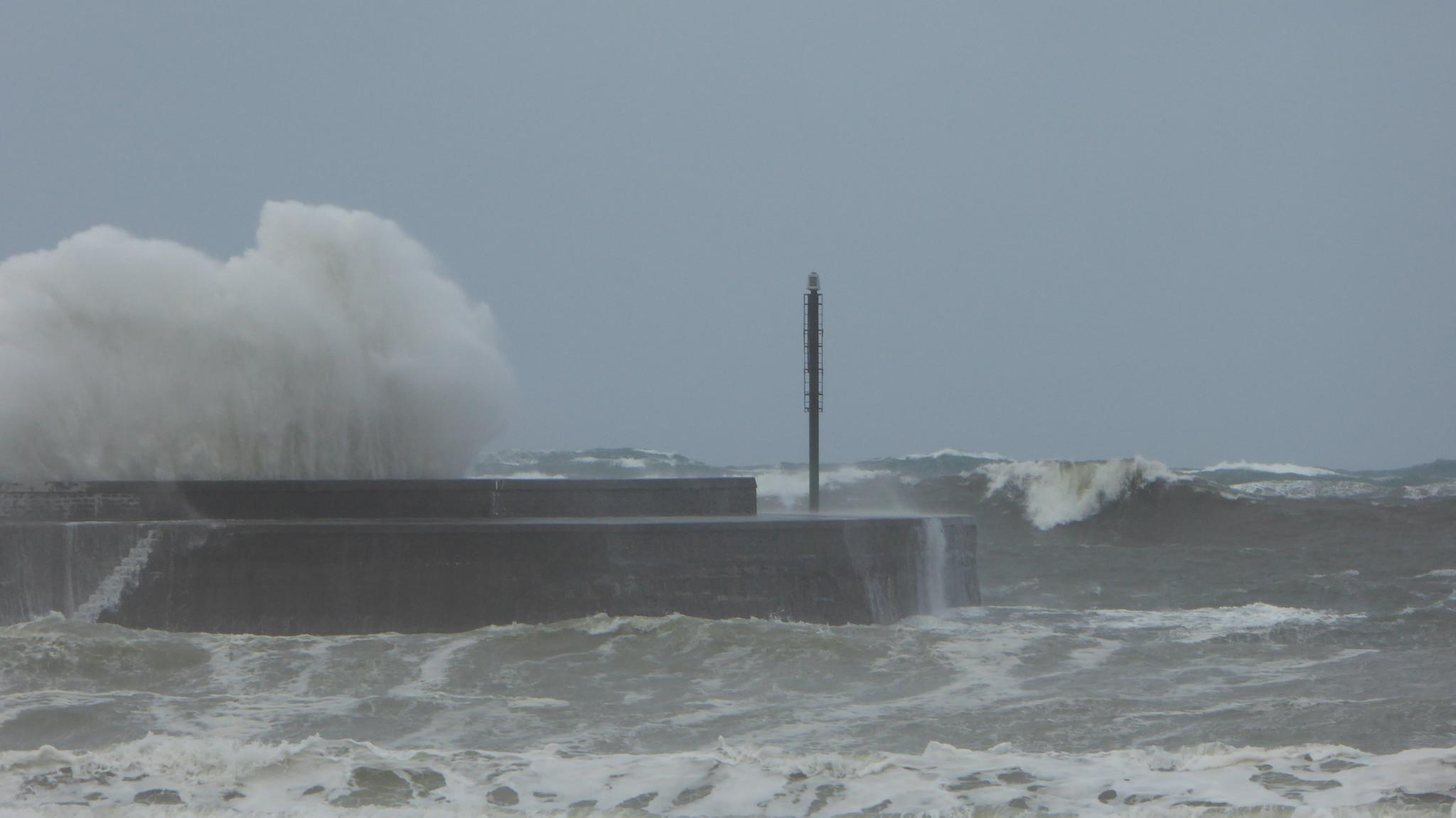 Temporal de olas y viento en la zona de Plentzia y Gorliz