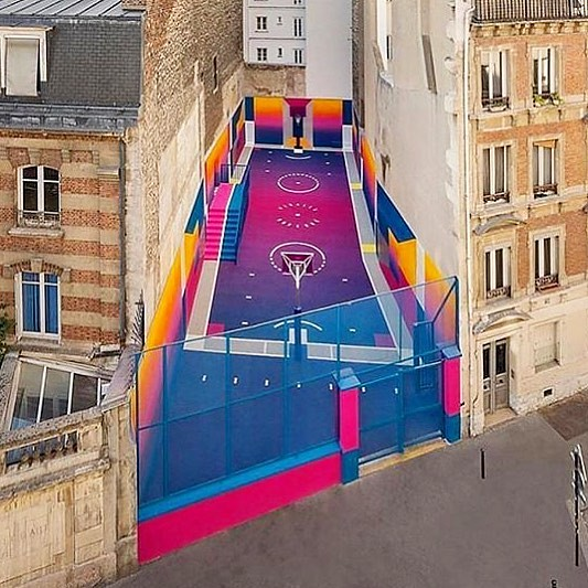 This basketball court is ah-mazing 😍 (thanks @taxcollection)