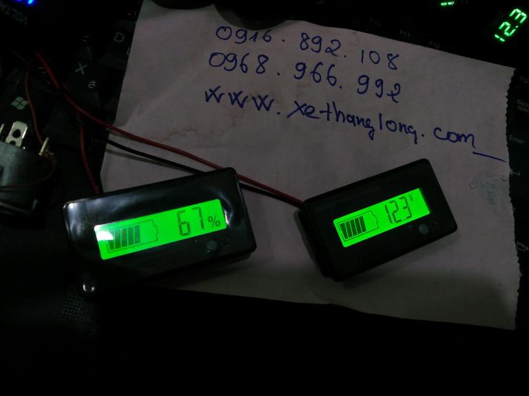 Hiển thị dung lượng theo % và điện áp (Volt)