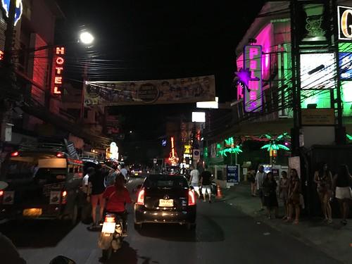 サムイ島 深夜のチャウエンビーチロード中央