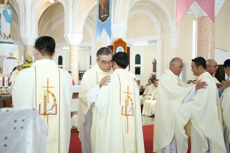 Thánh Lễ Truyền Chức Linh Mục Giáo Phận Qui Nhơn - Ảnh minh hoạ 109