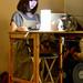 5. Recepcionista del cafe para gatos que visitar en Tokio