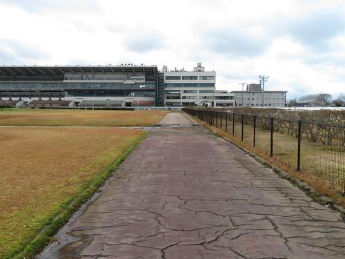 金沢競馬場の内馬場の通路