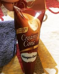 waffle cone + mac nut ice cream + caramel❤︎ ・ ・ ・ #ハーゲンダッツ #セブン #アイス #大阪 #コンビニ #haagendazs #conveniencestore #7eleven #icecream #osaka #japan