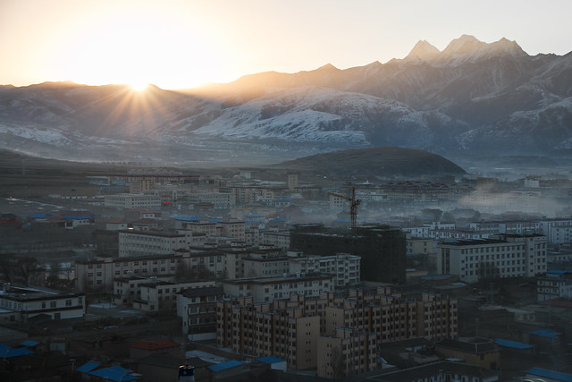 Sunrise view from Kandze Monastery, Garzê 甘孜 カンゼゴンパから見た日の出