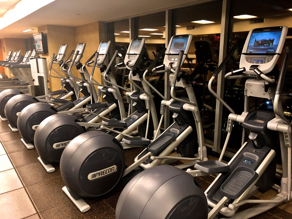 Hilton Americas-Houston Pool and Gym 16