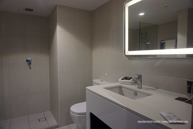 Novotel Surfers Paradise Superior Room Toilet and Bathroom
