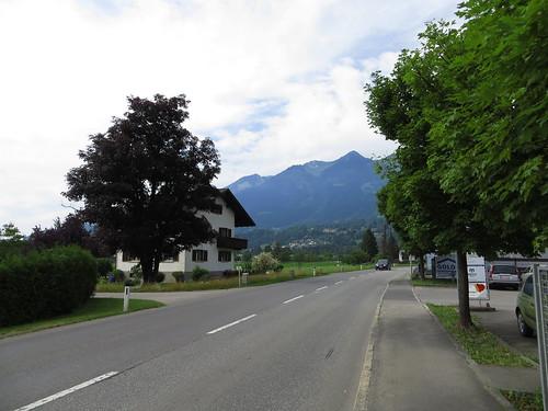 20170614 04 316 Jakobus Ludesch Berge Straße Häuser Bäume