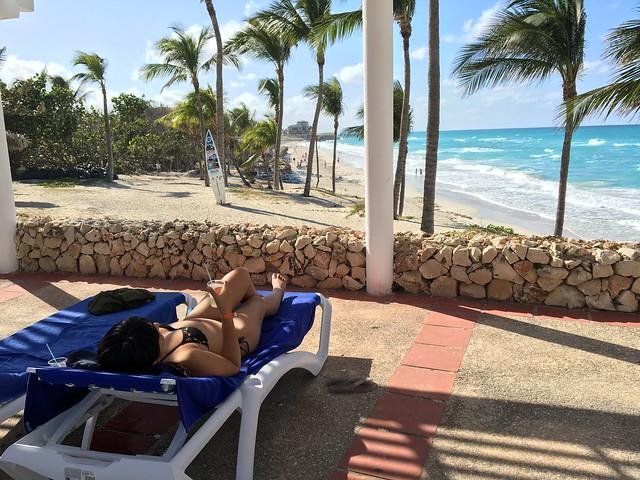 カリブ海を眺めながらダイキリを飲むのだ