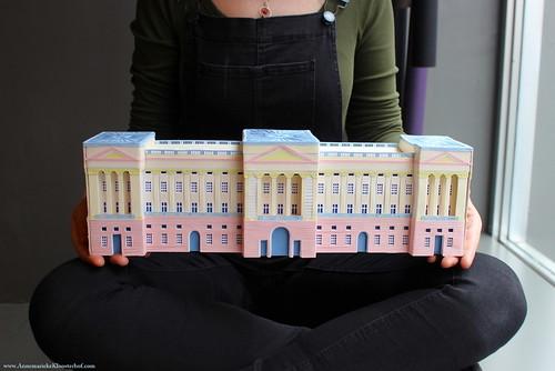 Cut Paper Buckingham Palace by Annemarieke Kloosterhof