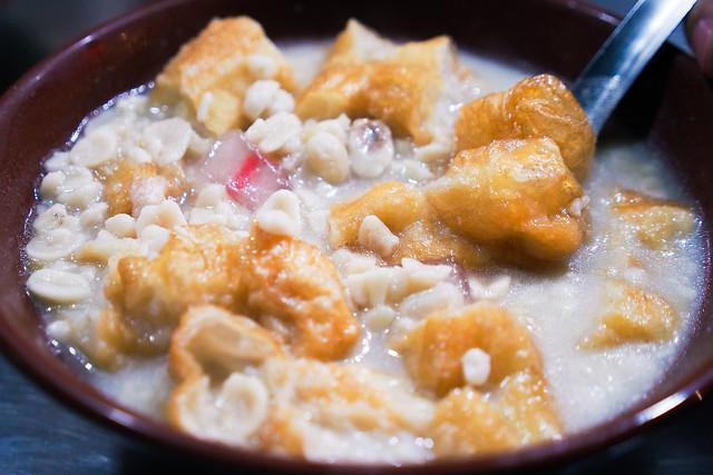 忠哥甜品|大龍峒街夜市-花生湯與燒麻糬
