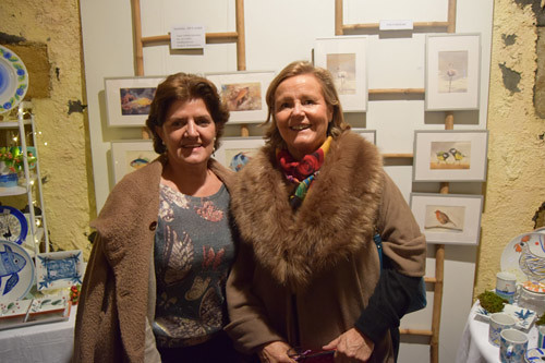 Chelo Grijelmo (pintora y voluntaria en Bakuva) y Carmen Ferrer