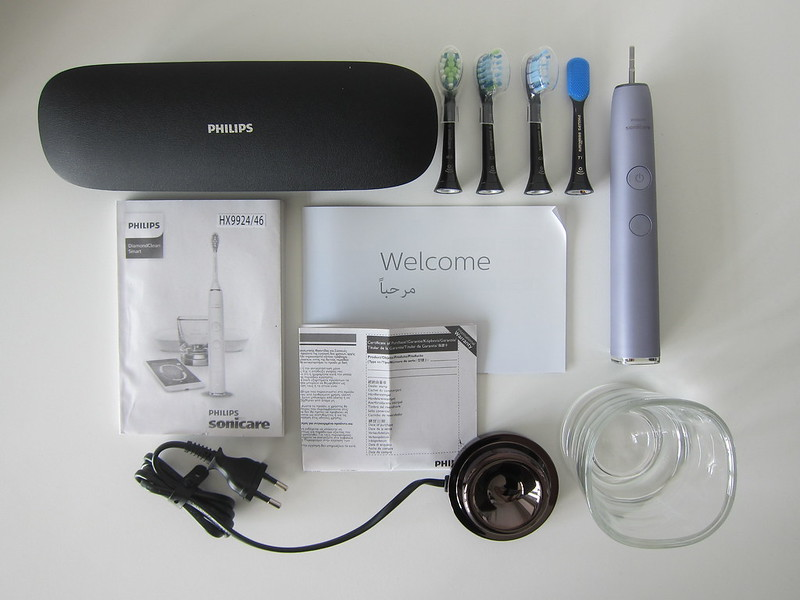 Philips Sonicare DiamondClean Smart - Box Contents