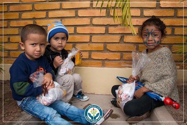 Celebración de navidad a niños de la Aldea Suyapa