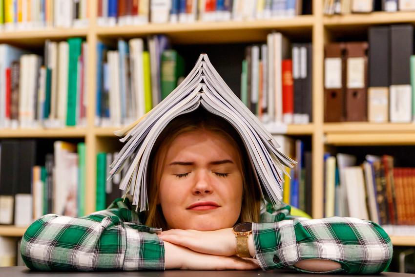 Opiskeluvinkkejä vinkkejä opiskeluun lukioon kirjoituksiin koeviikolle kokeisiin lukemiseen studying student-2444
