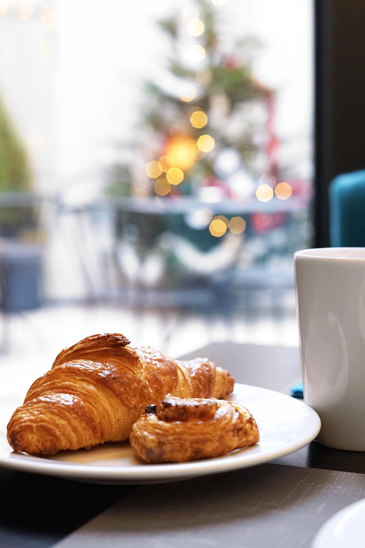 03paris-hotelgustave-christmastree-holiday-travel
