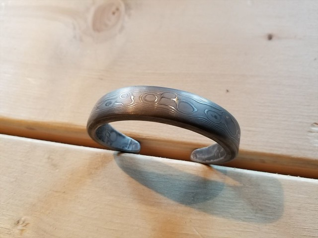 REW10 DAMASCUS BANGLE