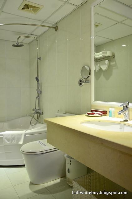 halfwhiteboy - la beaute de hanoi hotel vietnam 19