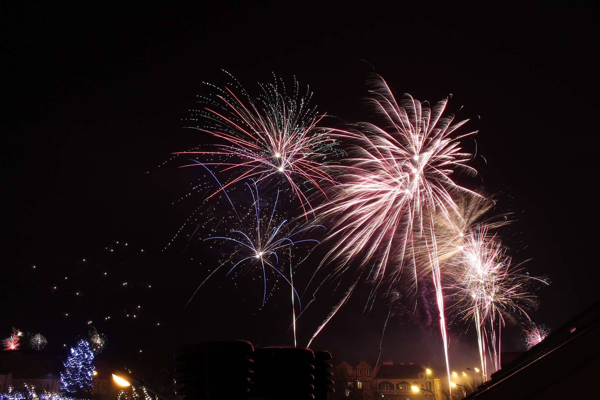 fireworks-2088155_1920
