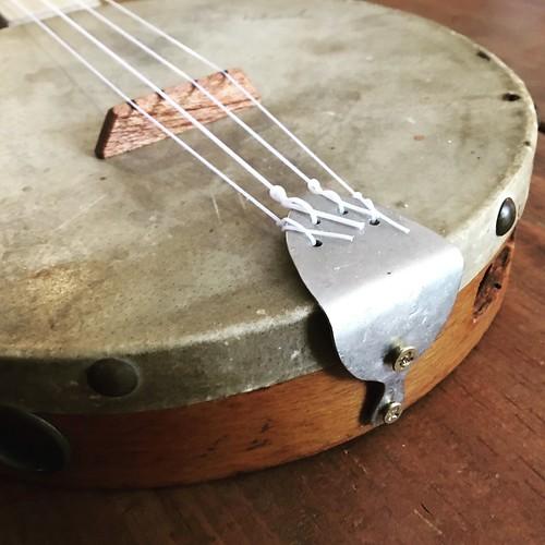The vintage tambourine banjolele build is done!