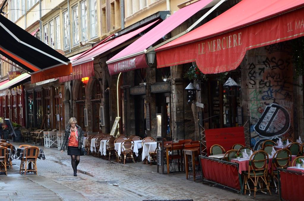 Rue Mercière, l'un des ventres de Lyon sur la Presqu'île.