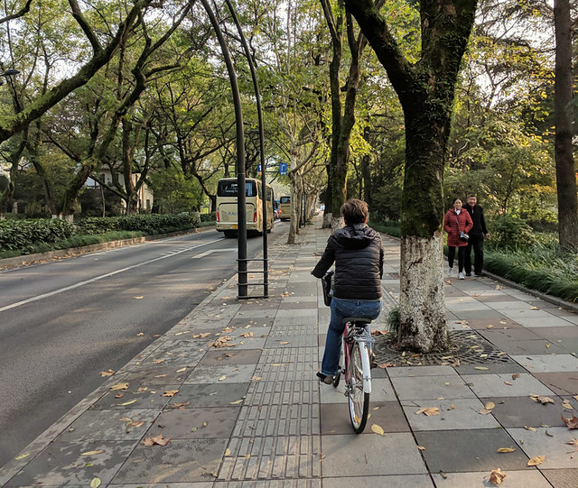 biking along Nanshan Road