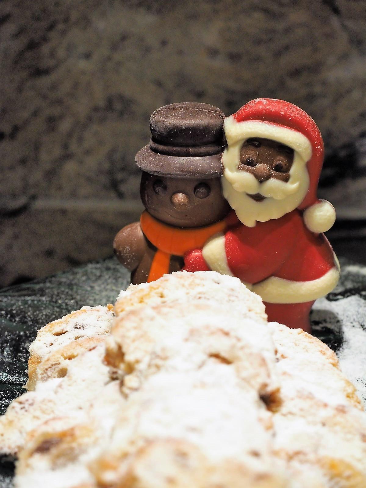 Santa and the snowman made Christmas cake