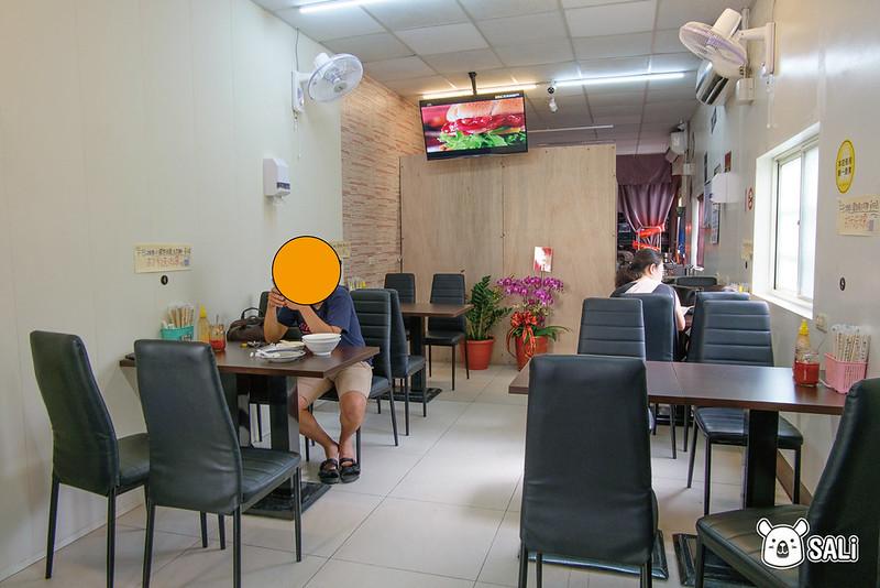 小巷臭豆腐用餐空間