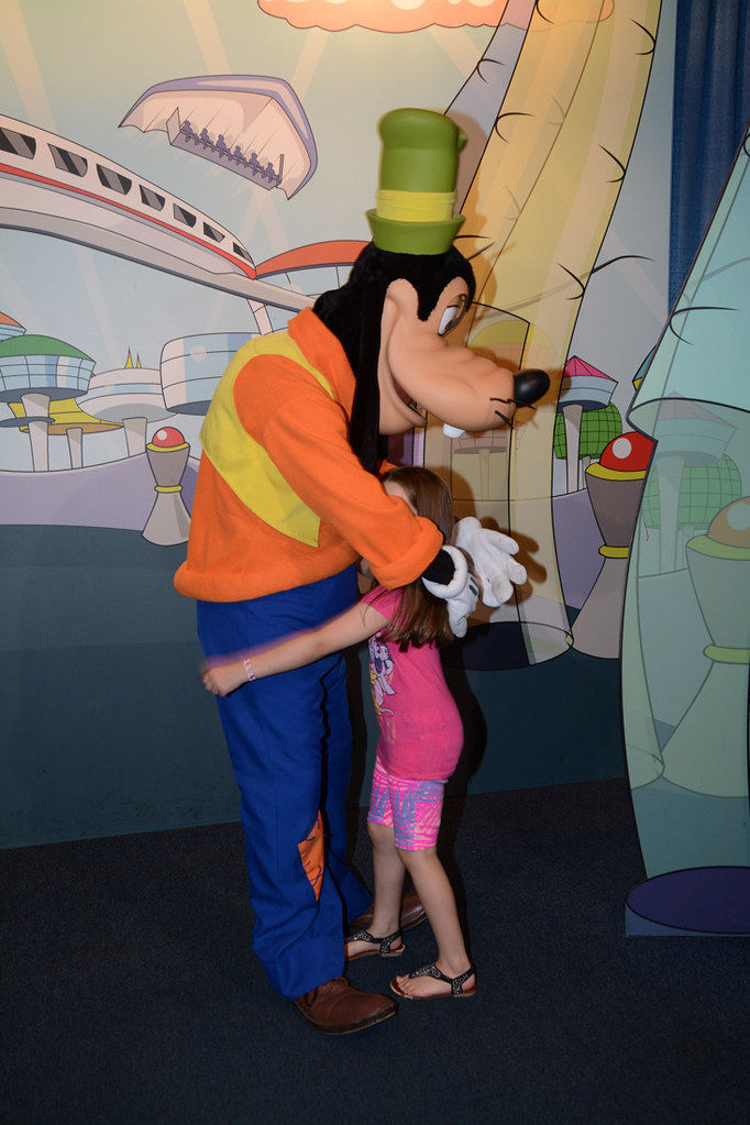 My niece with Goofy
