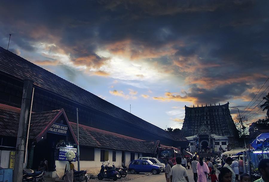 Храм Шри Падманабхасвами. Тируванантапурам (Тривандрум), Керала, Индия © Kartzon Dream - авторские путешествия, авторские туры в Индию, тревел видео, фототуры