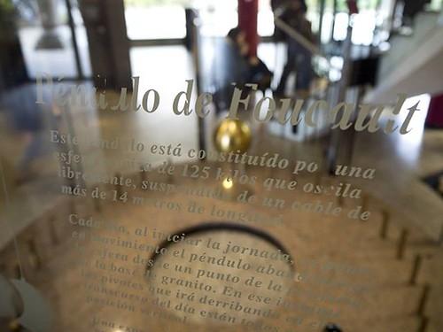 El mundo sigue girando. #pendulodefoucault #casadelasciencias #mc2 #Coruña #olympus #photography