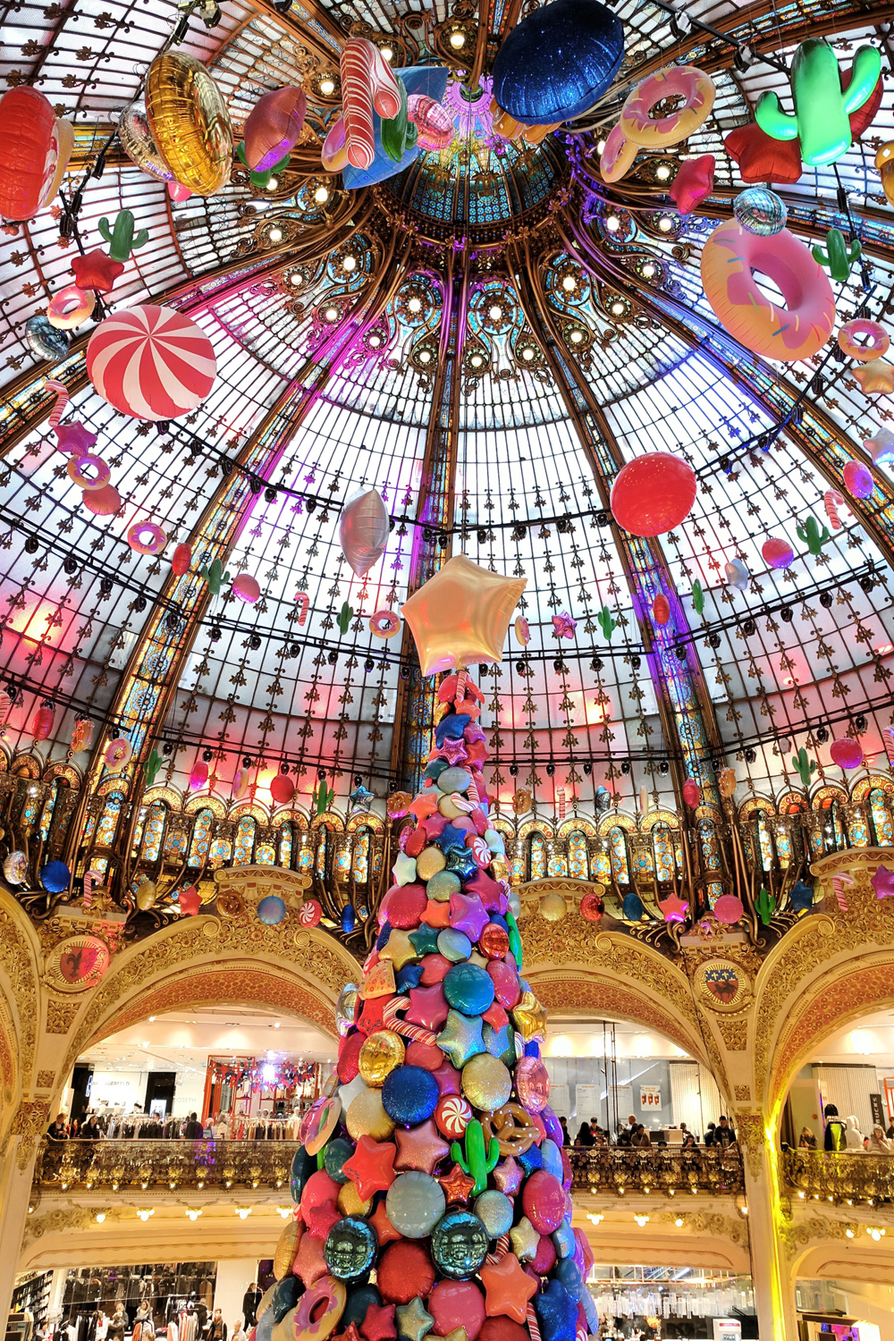 11paris-france-galerieslafayette-holiday-travel
