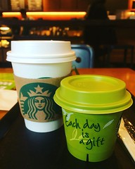 """each day is a gift""❤︎ ・ ・ ・ #スタバ #抹茶クリームプリン #大阪 #グアテマラ #珈琲 #カジシエロ #starbucks #matchacreampudding #guatemala #casicielo #coffee #osaka #japan"