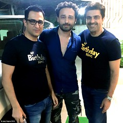 Sanjay Suri , Jaey Gajera & Samir Soni snapped together at the Special Screening of Indian psychological thriller film My Birthday Song. In Cinemas Now Worldwide. Facebook.com/JaeyGajeraOfficial Twitter.com/JaeyGajeraIndia Instagram.com/JaeyGajera #Sanja