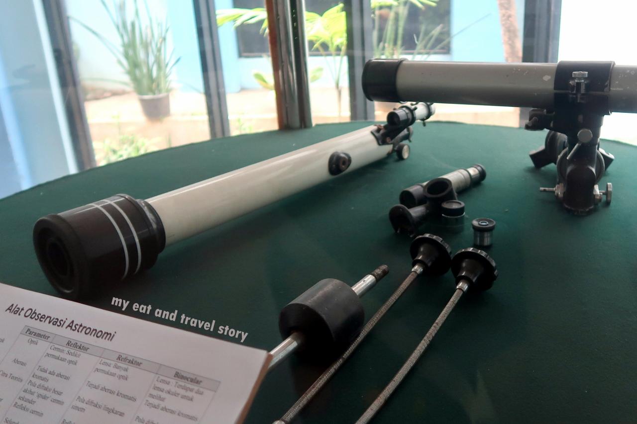 Sebuah teleskop astronomi mempunyai lensa dengan jarak fokus cm